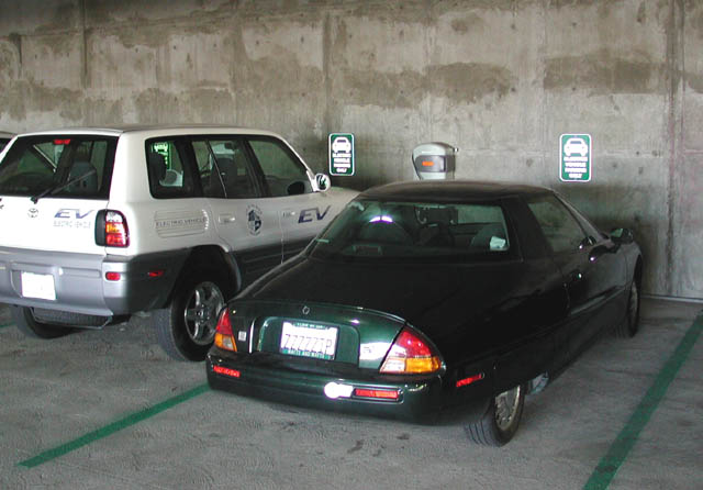 94541_1.jpg (79290 bytes)Large Paddle Chargers, Hayward Municipal Garage, Hayward, CA - Photo by Michael Schwabe